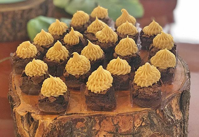 50 mini brownies sem cobertura de R$105 por apenas R$49,90