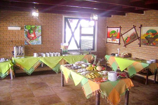 1 diária com check-in de domingo a quinta para 2 adultos e 1 criança de até 10 anos + café da manhã por apenas R$149