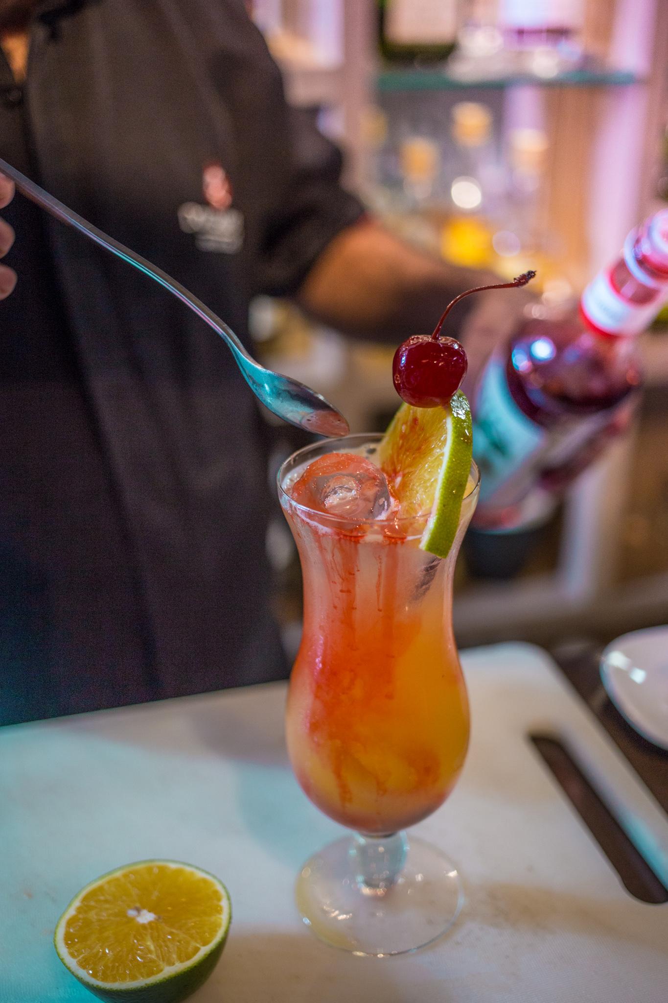 Aproveite o Happy Hour as quartas-feiras no Dom Churrasco - Beira Mar! Rodízio de Pastéis liberado de R$37 por apenas R$27