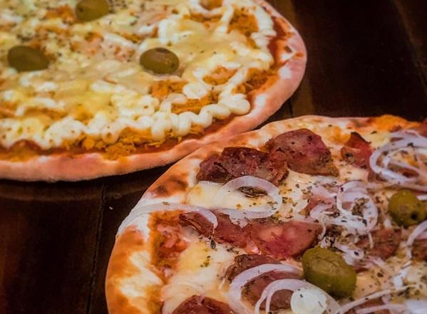 Combo para você e sua turma! 2 Pizzas Grande Tradicionais + 1 Pizza Média Doce + 1 Porção de Pastéis + 1 Guaraná De 1L de R$130 por apenas R$84,90 no Pizza Duno