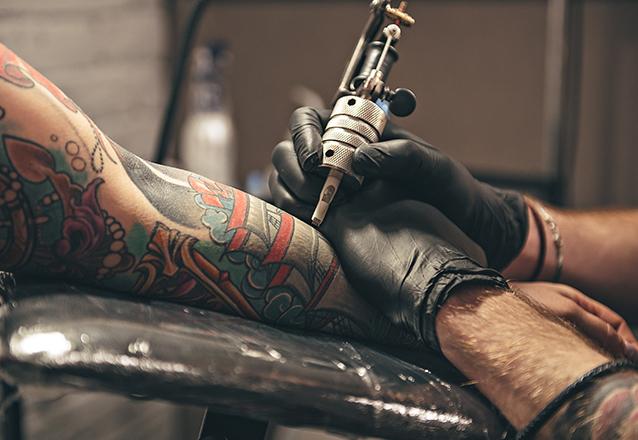 Arte na sua pele! Tatuagem Minimalista de até 10cm (3cm de altura por 10cm de comprimento) de R$200,00 por apenas R$89,90 no Arte Moderna Tattoo