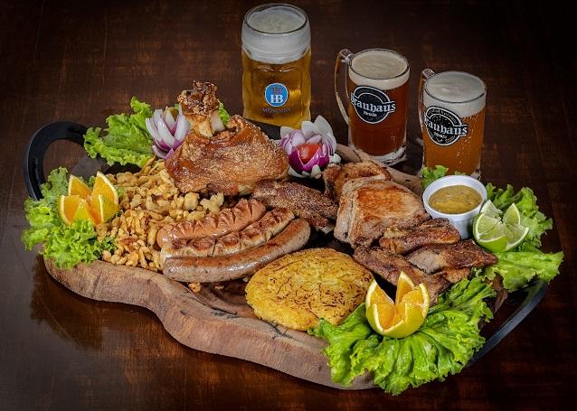 O melhor restaurante Alemão de Fortaleza! Brauhaus Especial para até 6 pessoas: Joelho de porco + 3 salsichas, 2 kassler, costela suína, chucrute, rösti e macarrão por apenas R$119,90
