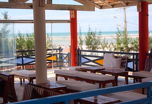 Parajuru Férias! 2 diárias para 2 adultos e 1 criança + café da manhã por apenas R$359 no Praia Hotel - Parajuru  em até 4x sem juros