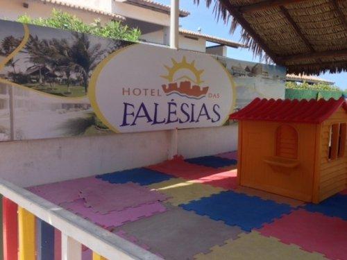 2 Diárias (EXCETO alta estação dez, jan e julho) para 2 adultos e 1 criança de até 12 anos + café da manhã de R$500 por apenas R$299 no Hotel das Falésias
