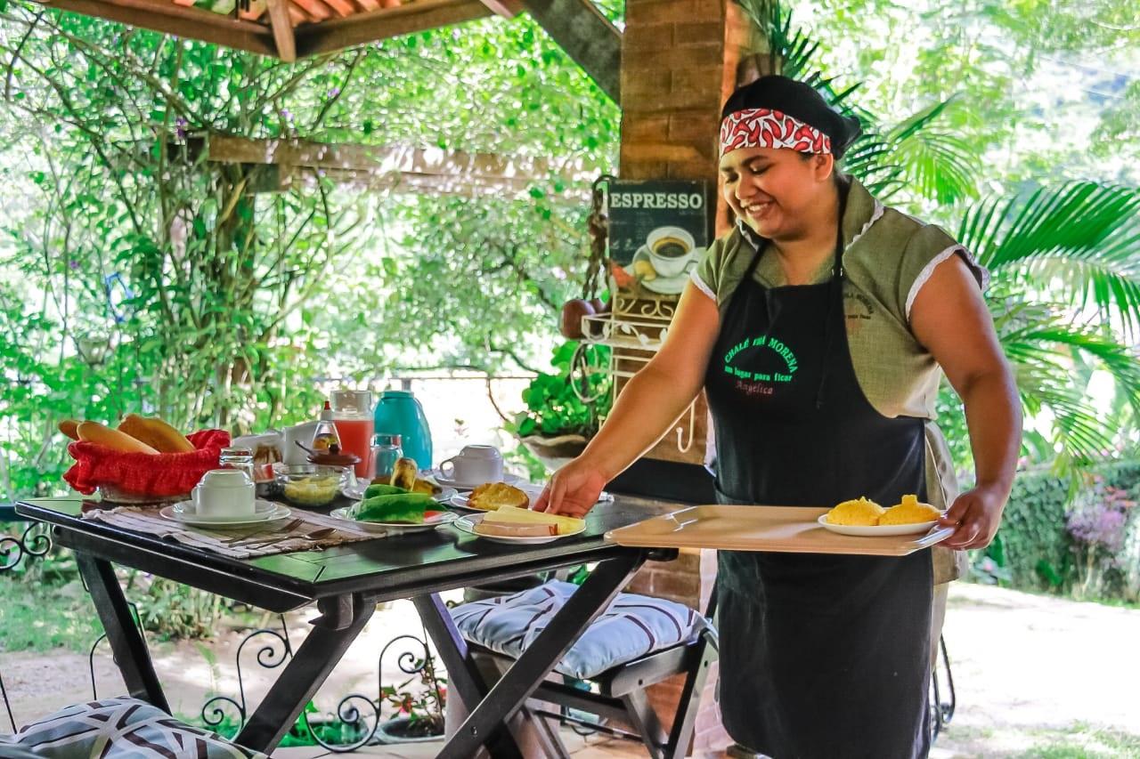 2 Diárias em Chalé Standard para 2 adultos e 1 criança de até 5 anos + café da manhã (check in a partir de domingo e check out até sexta) de R$350 por apenas R$219
