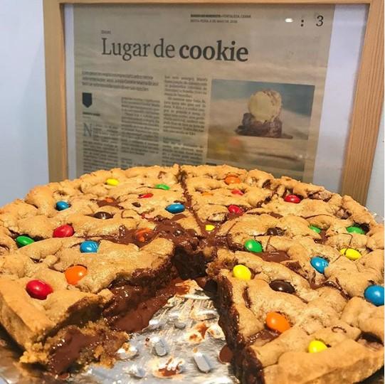 Impossível resistir a essa delícia! Torta Cookie tamanho G para até 20 pessoas de R$75 por apenas R$54,90 na Cookie Mania. Válido para loja Varjota ou Sul!