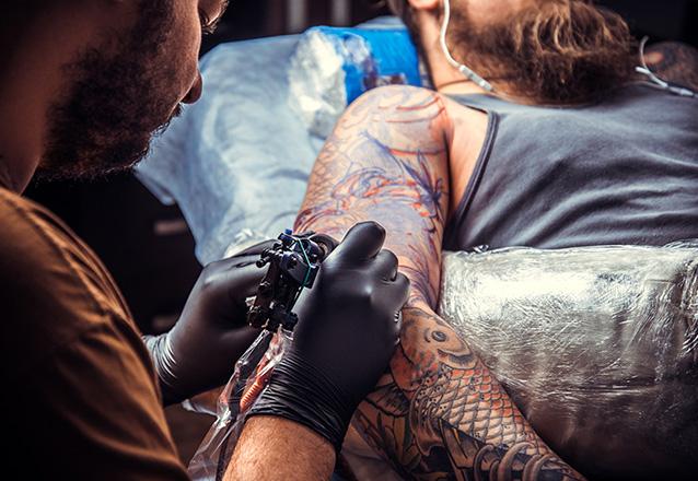 Tatuagem Minimalista de até 10cm (3cm de altura por 10cm de comprimento) de R$200,00 por apenas R$99,90 no Duart Tattoo