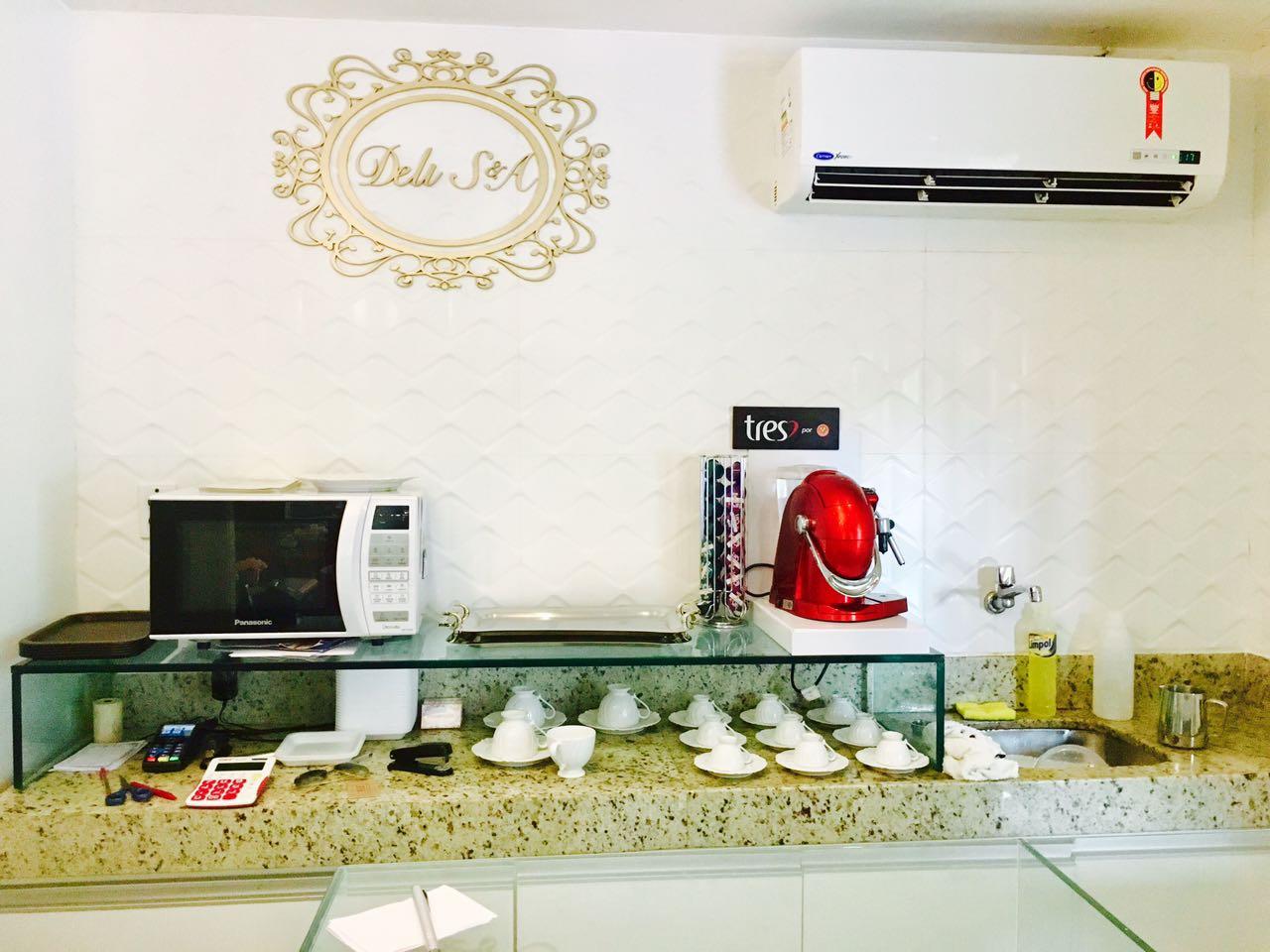 Bolo com decoração Natalina Tamanho médio (até 18 pessoas) de R$65 por R$34,90