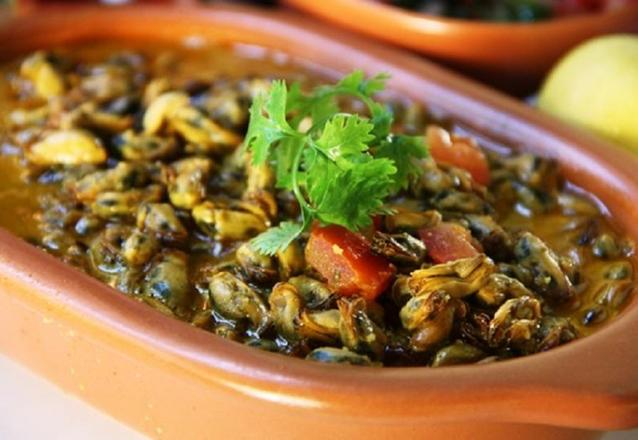Aproveite o melhor da gastronomia! Filé de Peixe Grelhado ao Sururu ou Carne de Sol com farofa de banana ou Manjar de Camarão ou Moqueca de Camarão e Arraia de R$84,90 por apenas R$59,90