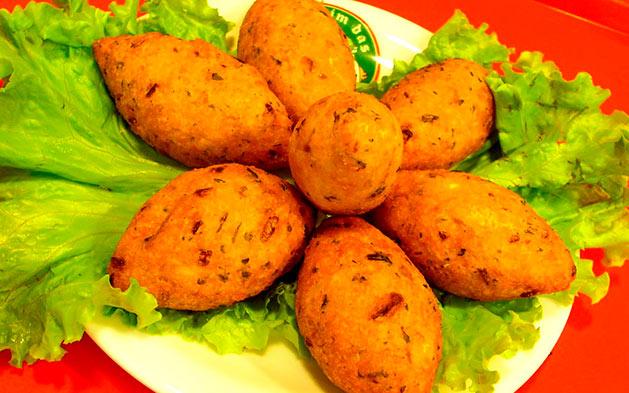 Especial de Natal com Bacalhau! Entradas + Bacalhau à Zé do Pipo + Sobremesa para 2 pessoas por R$69,99 no Restaurante Lagar