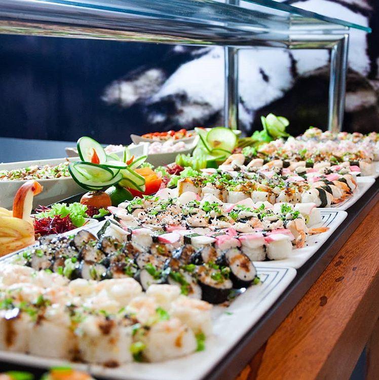 Rodízio Tradicional (acesso a todas opções servidas no buffet de mesas quentes) + bebidas incluídas para 1 pessoa de R$49,99 por apenas R$33,99