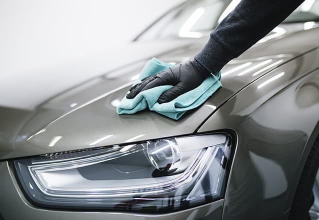 Lavagem Ecológica + Enceramento + Polimento de Faróis em carro Pequeno de R$115 por R$70