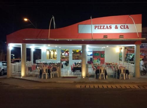 Rodízio perfeito é no Pizzas & Cia! Rodízio de Pizzas, Massas e Esfihas + Sobremesas por R$28,90