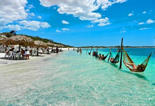 Passeio de 1 dia saindo de Fortaleza com Guia e Transfer para Pedra Furada, Árvore da Preguiça, Lagoa do Paraíso + Buraco Azul para 1 pessoa de R$160 por apenas R$124,90 com a Sim 7 Turismo