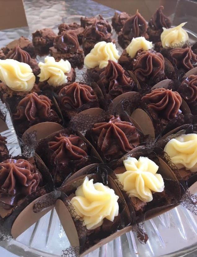 Impossível resistir! 50 Mini Brownies ou Mini Cupcakes na Brigadeiros da Dedeth de R$99 por apenas R$49,90