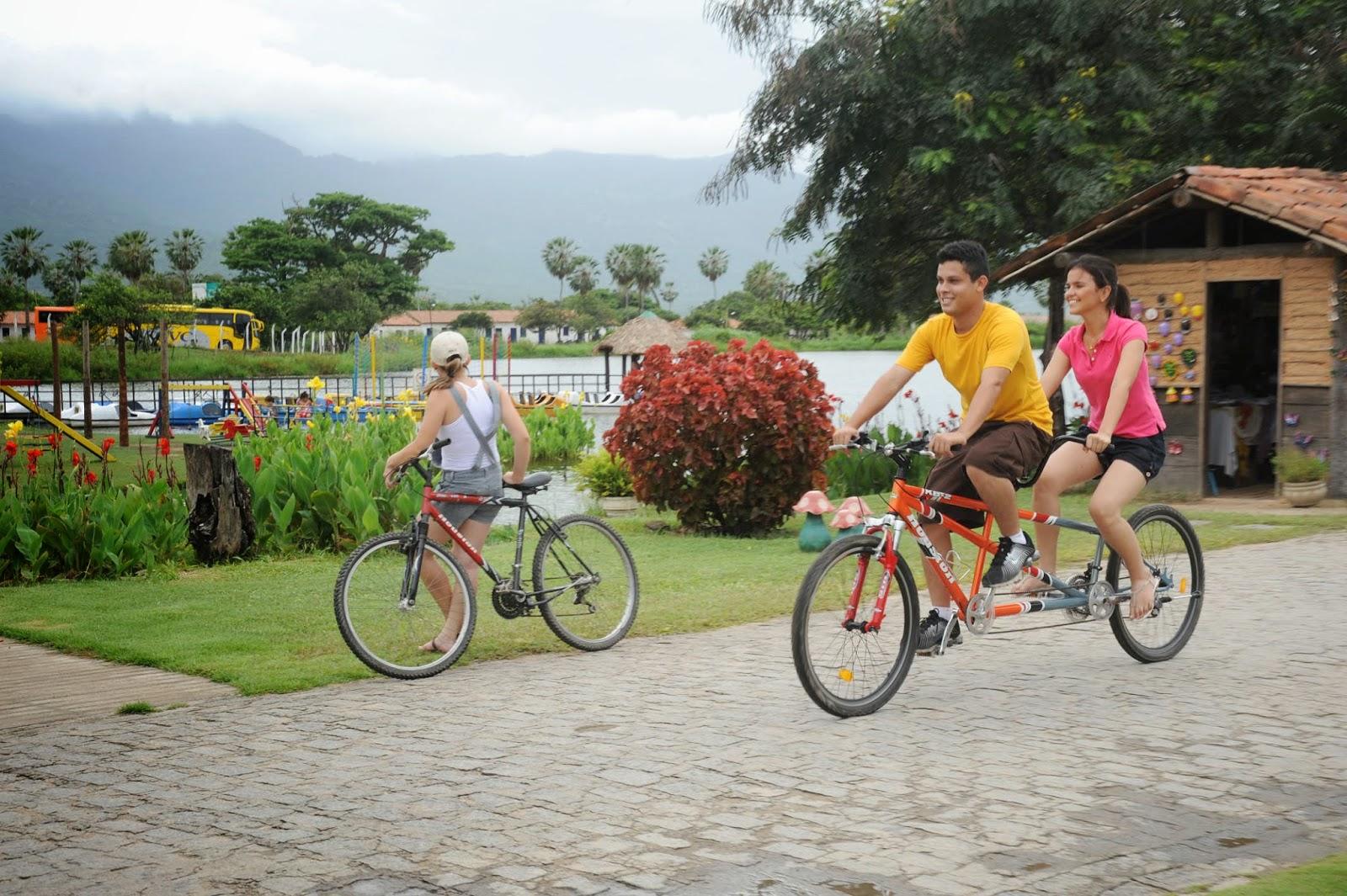Aproveite suas férias no iPark! Ingresso de entrada + passeio de pedalinho + banho de piscina por apenas R$19,50