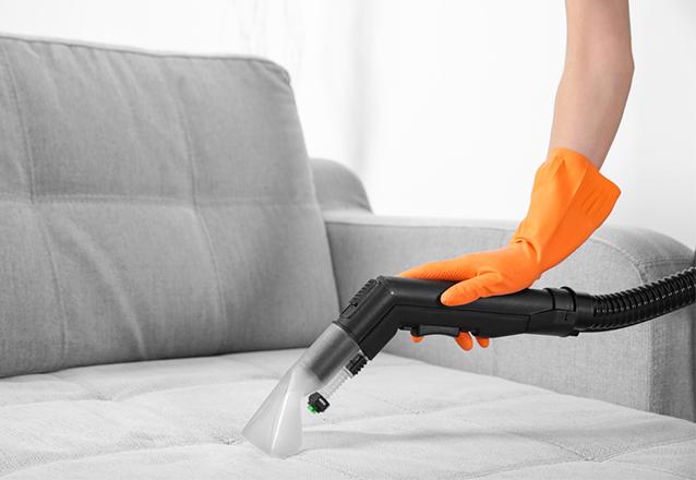 Lavagem de sofá retrátil de 2 ou 3 lugares (tamanho padrão) de R$150 por apenas R$49,90