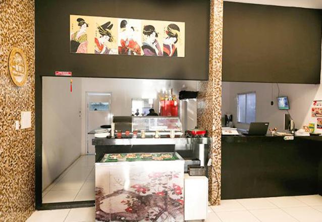 #BloquinhoBarato - Combinado de 40 Peças de Sushi + 1 Bebidas de R$72 por apenas R$47,90 no Tomodachi Sushibar