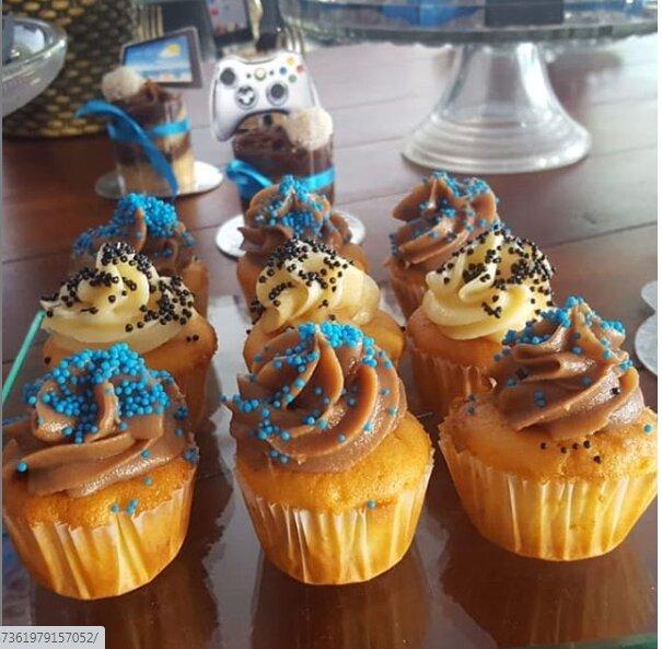Kit Mesversário - 1 Bolo de 10 fatias em pasta americana + 10 pirulitos + 10 mini cupcakes de R$140 por apenas R$99