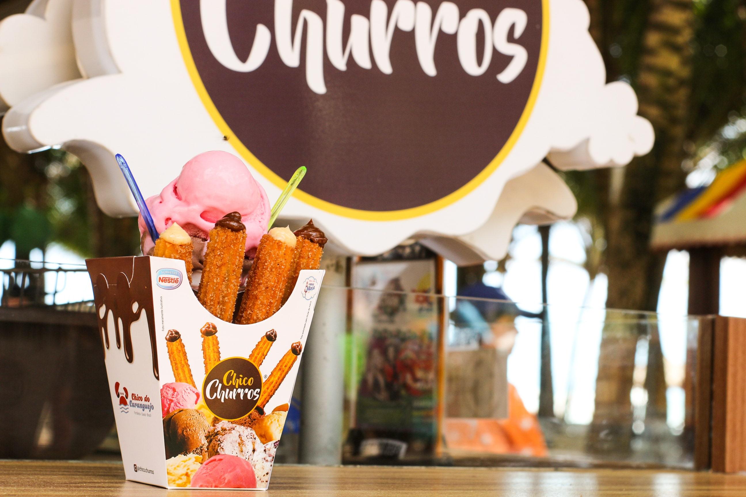 As delícias que todo mundo ama! Churros com sorvete ou Porção com 6 churros espanhóis de R$20 por apenas R$14,90 no Chico Churros