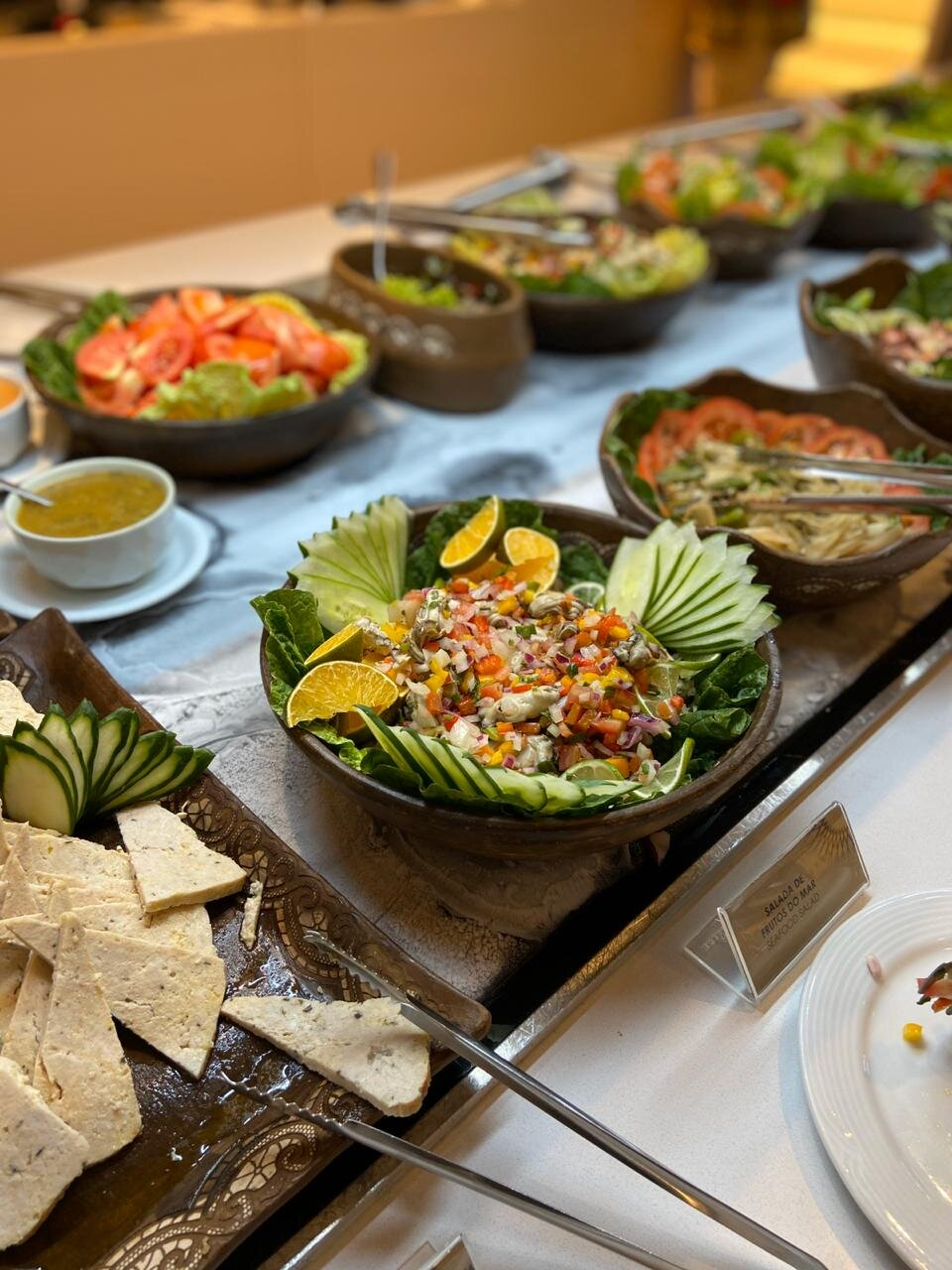 Restaurante Mucuripe, do Hotel Gran Marquise, de volta ao Barato com um super buffet aos Domingos! Buffet Sabores do Brasil, livre para 1 pessoa de R$78,10 por R$47