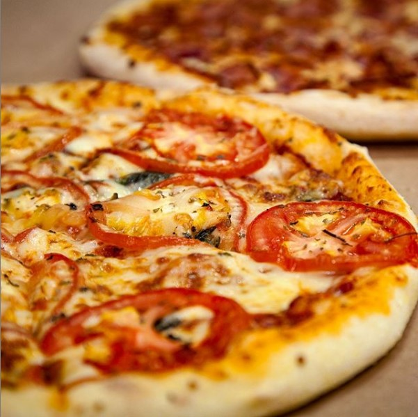 Oferta Relâmpago! 1 Pizza Grande R$54,90 por apenas R$29,90. Válido para as lojas Domino's Iguatemi, North Shopping, Edson Queiroz (Buena Vista Mall), Bairro de Fátima e Shopping RioMar Fortaleza. Válido para todos os dias!