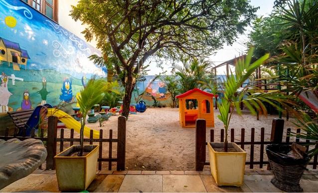 2 Diárias (domingo a quarta) em Apartamento Standard Duplo para 2 Adultos e 1 Criança de até 10 anos + Café da manhã + 1 Almoço ou Jantar por diária de R$658 por apenas R$538