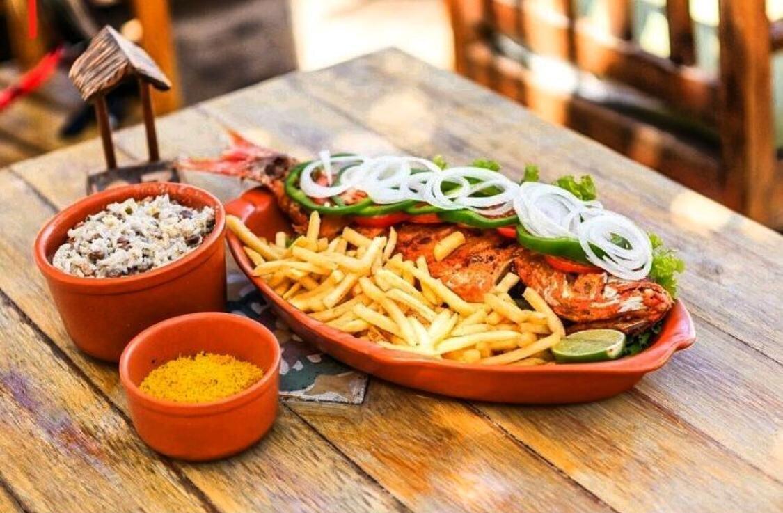 Lugar de charme e boa gastronomia na praia do Cumbuco! 01 Peixe Inteiro + Acompanhamentos ou 1 Filé de Peixe à Delícia + Acompanhamentos para 2 pessoas + 2 caipirinhas de R$143 por R$89,90 no Kitecabana Lounge