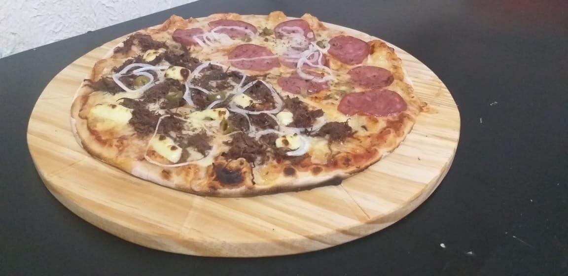 Pizza onde você estiver! Qualquer pizza da linha Suprema com borda recheada de Cheddar ou Catupiry por apenas R$29,99 no Hot's Pizzas
