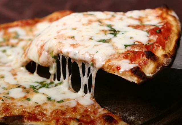 Todo mundo ama e um super preço! Pizza grande de 8 fatias de R$28 por apenas R$16,90 na Cantina Italiana Boaventura