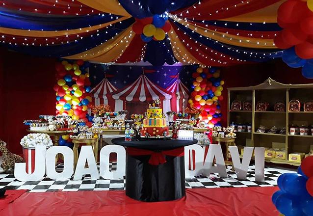 Seu evento vai ser perfeito! Serviço de Buffet completo para 60 pessoas + Decoração e mais por apenas R$2.499