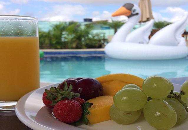 1 Diária em suíte Deluxe (Check-in Domingo a Quinta) para 2 pessoas e 1 criança de até 5 anos + café da manhã de R$399 por apenas R$299