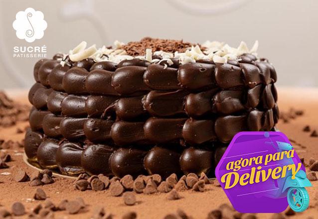 01 Torta Brownie (recheada com o delicioso Brigadeiro da Sucré, ideal para os apreciadores do famoso Brownie), serve de 20 a 25 pessoas de R$165 por apenas R$89,90.