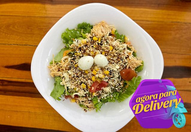 Alimentação saudável sem sair de casa! 1 Salada de Frango desfiado com ricota de R$20 por R$14,90 na Seven Salads. Válido para Delivery!