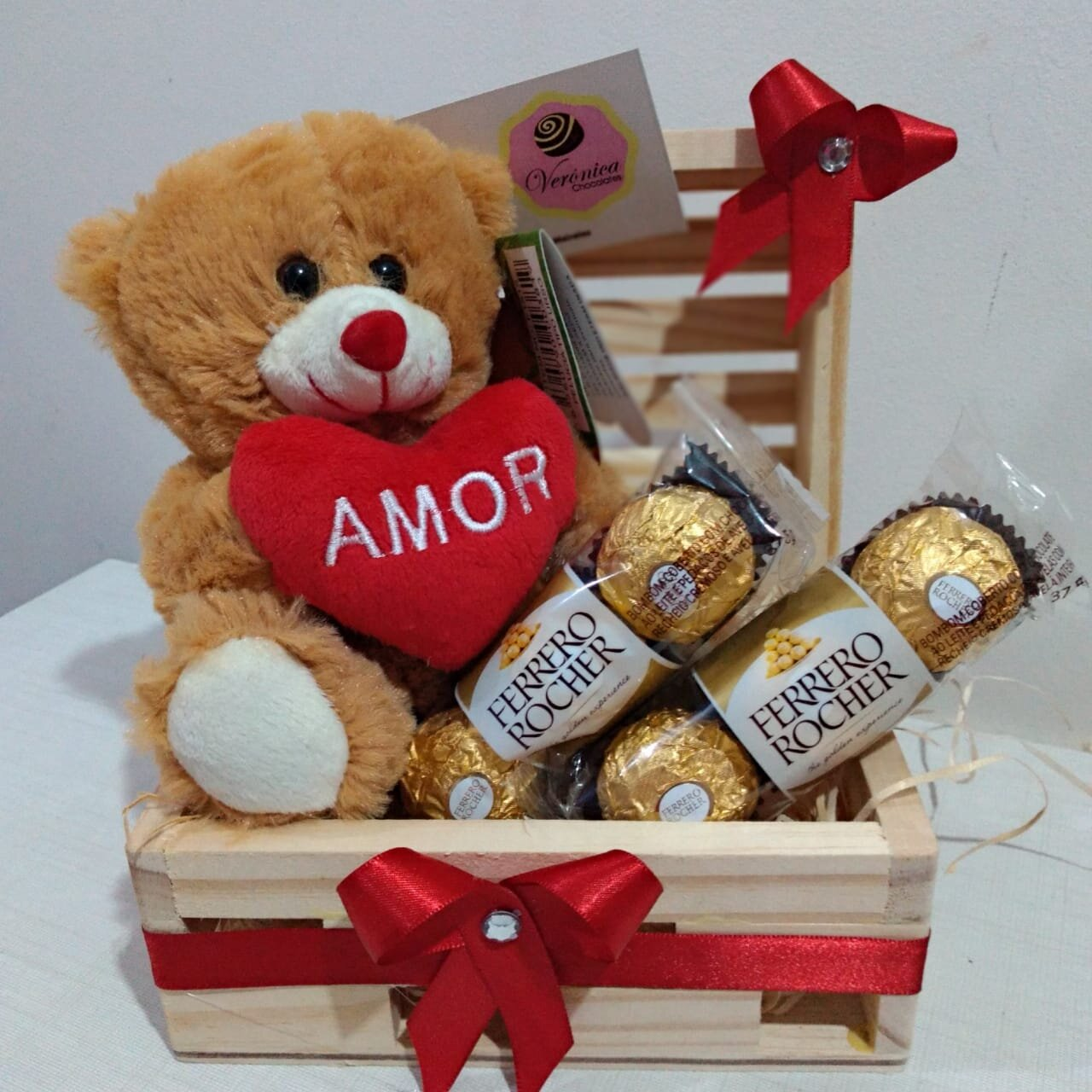 Mini Baú - Urso pequeno + 6 chocolates Ferrero Rocher por R$59,99