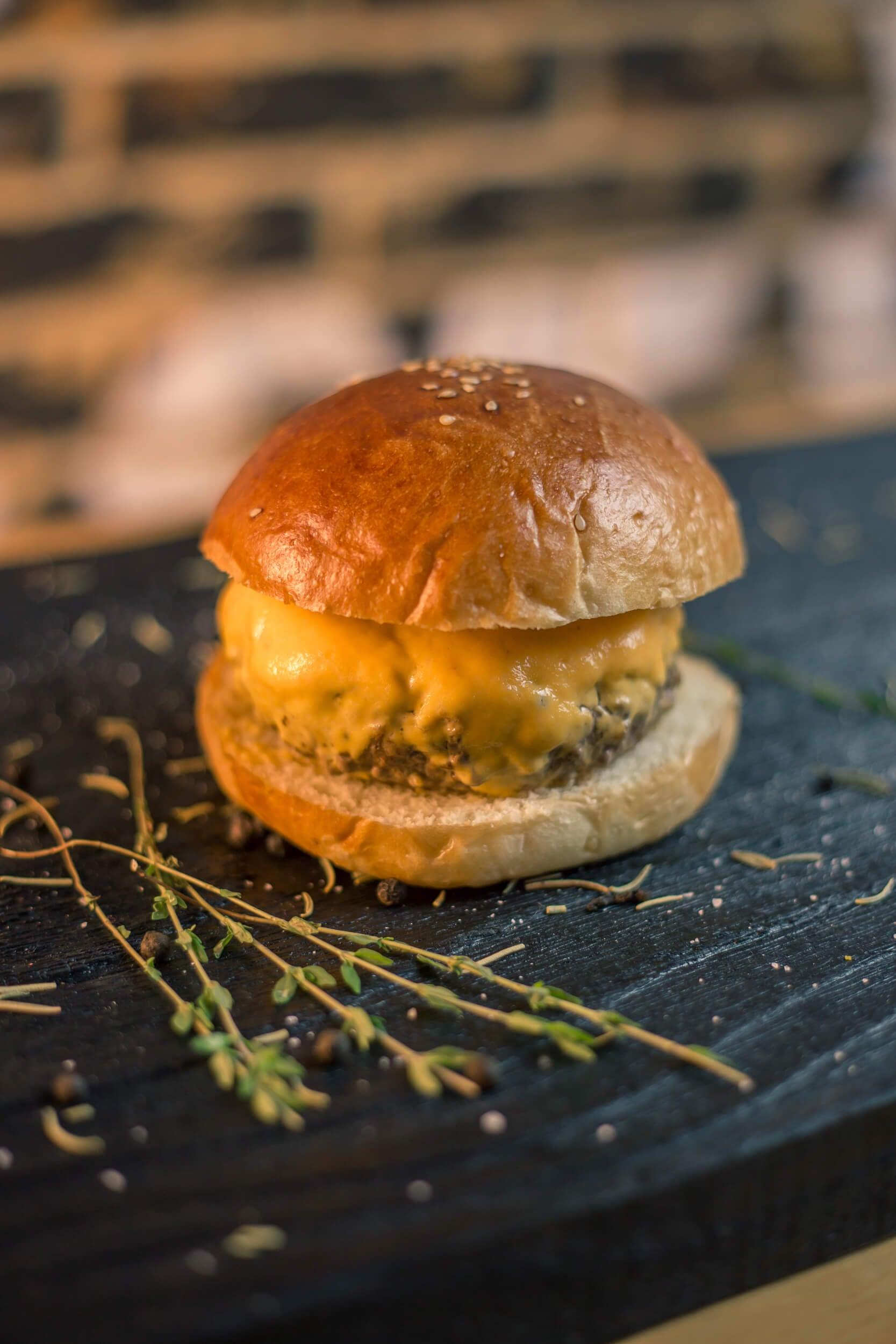 Burger Premiado + Barato! 1 Cheeseburger, Kentucky, Smash Pork ou Burger de Falafel de R$24 por apenas R$15,90 no El Chancho