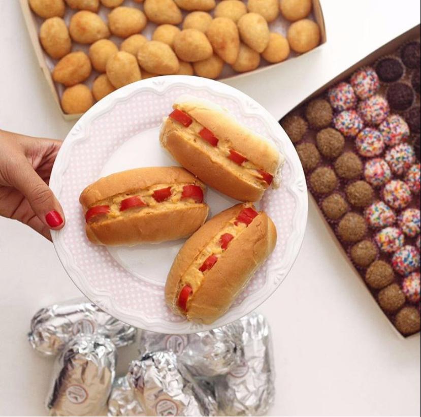 Conjuntinho Doceville para Festa (60 salgadinhos + 50 docinhos festas + 20 mini hot dog) para 10 pessoas de R$149 por apenas R$115. Válido para Retirada!