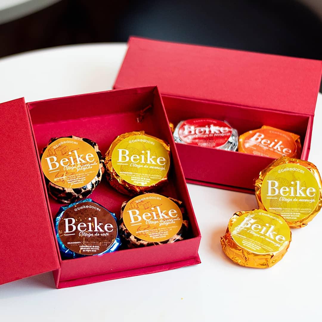 Caixa com cookies de chocolate (140g) e biscoito Beike Breton (100g) por apenas R$20