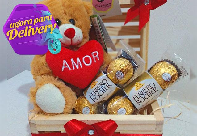 Mini Baú - Urso pequeno + 6 chocolates Ferrero Rocher por R$59,99