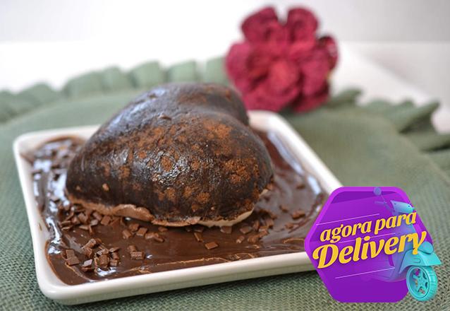 O Presente perfeito para o dia dos namorados! Casquinha de Brownie no formato de coração, recheado com gelato e brigadeiro de R$30 por apenas R$21,99 na Magus. Válido para Delivery!