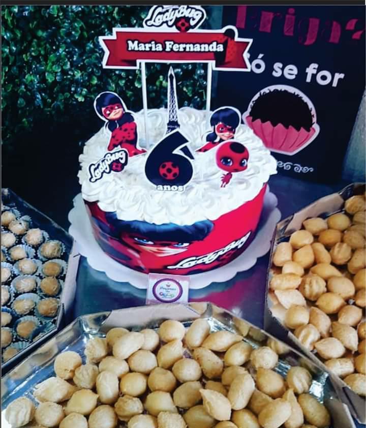 Kit Festa 1 - Torta doce de 25 fatias + 100 salgados + 50 docinhos de R$90 por apenas R$59,90