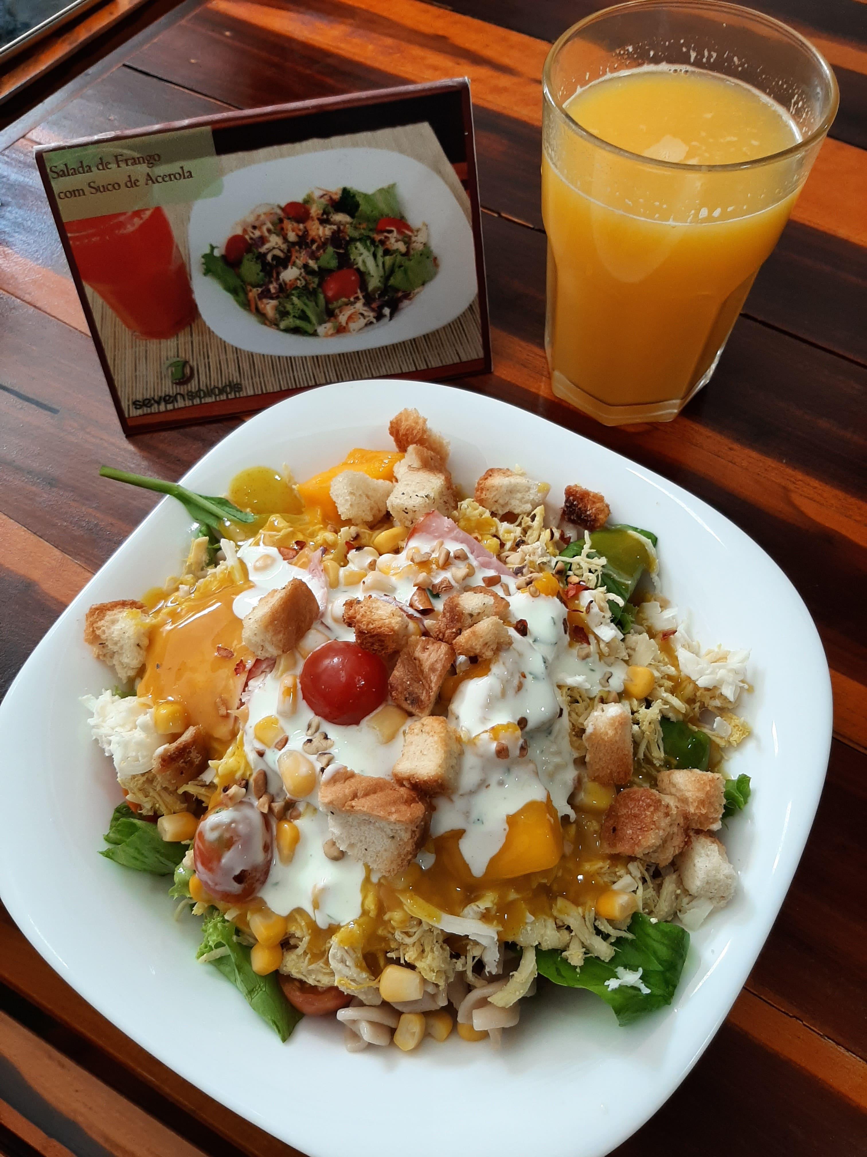 Alimentação saudável na medida para você! 500g de Salada Completa com diversas opções de proteínas, molhos e ingredientes de R$30 por apenas R$22,50 no Seven Salads