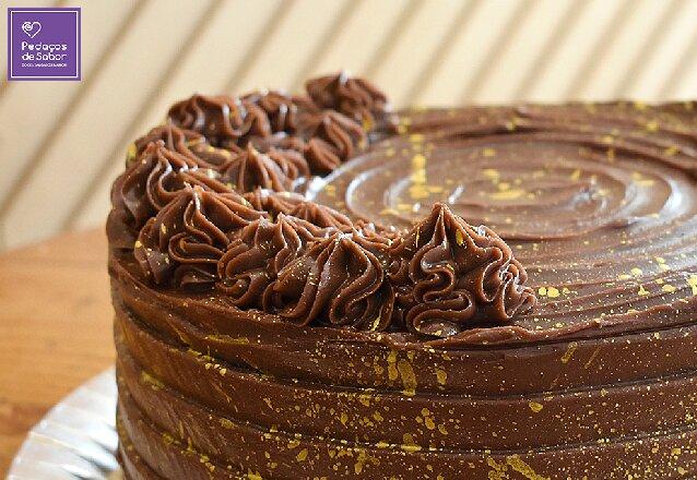 Pedaços de Sabor + Barato é uma delícia! Bolo Brownie Médio para 25 a 30 pessoas de R$165 por apenas R$89,90. Válido para delivery!