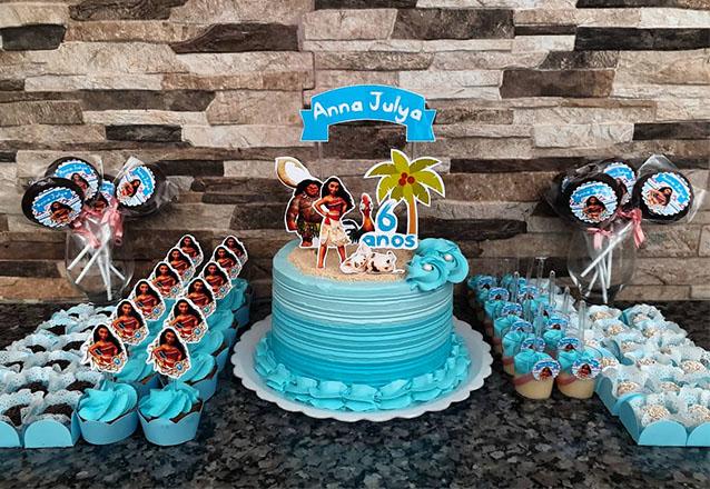 A Allana Doces tem tudo para a sua Festa! Kit Festa temático com Bolo, 12 copinhos com brigadeiro, 12 pirulitos, 12 mini cupcakes e 40 docinhos por apenas R$119,99