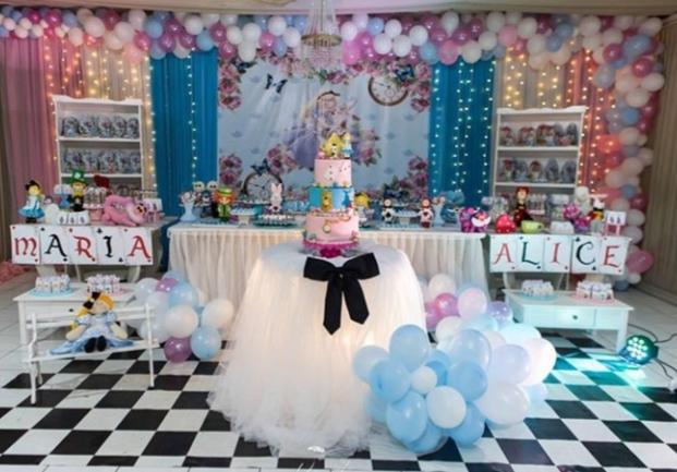 A festa perfeita para o seu filho! Serviço de Buffet para FESTA INFANTIL para 60 pessoas + Decoração + Brinquedos + Serviço de pessoal + Iluminação e Som ambiente por R$1.999