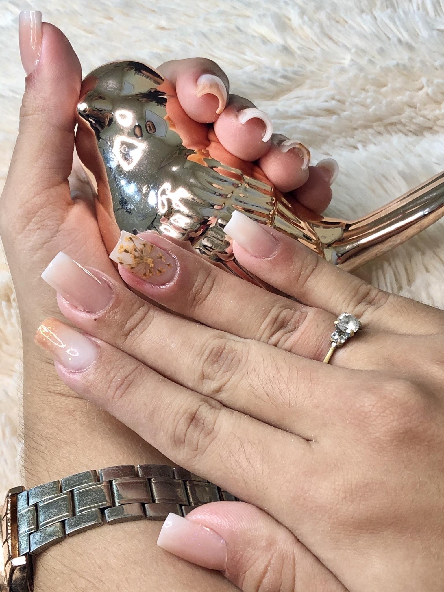 Design com henna + Depilação no buço + Unhas simples pé e mão de R$80 por apenas R$64