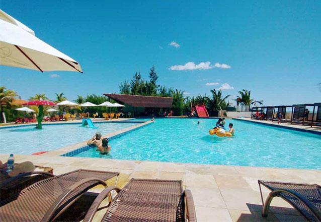 Já conhece Parajuru? Encante-se com a praia e se hospede no Hotel Vila Jardim! 2 Diárias (check-in de segunda a quarta) para 2 adultos e 1 criança de até 12 anos + café da manhã por apenas R$485