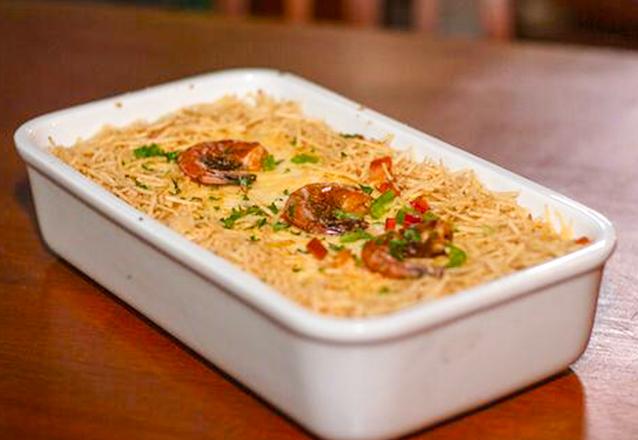 Curtir boa gastronomia no Buteco Maraponga? Camarão do Boteco para até 3 pessoas + Torre de chopp (1,5L) por apenas R$54,90