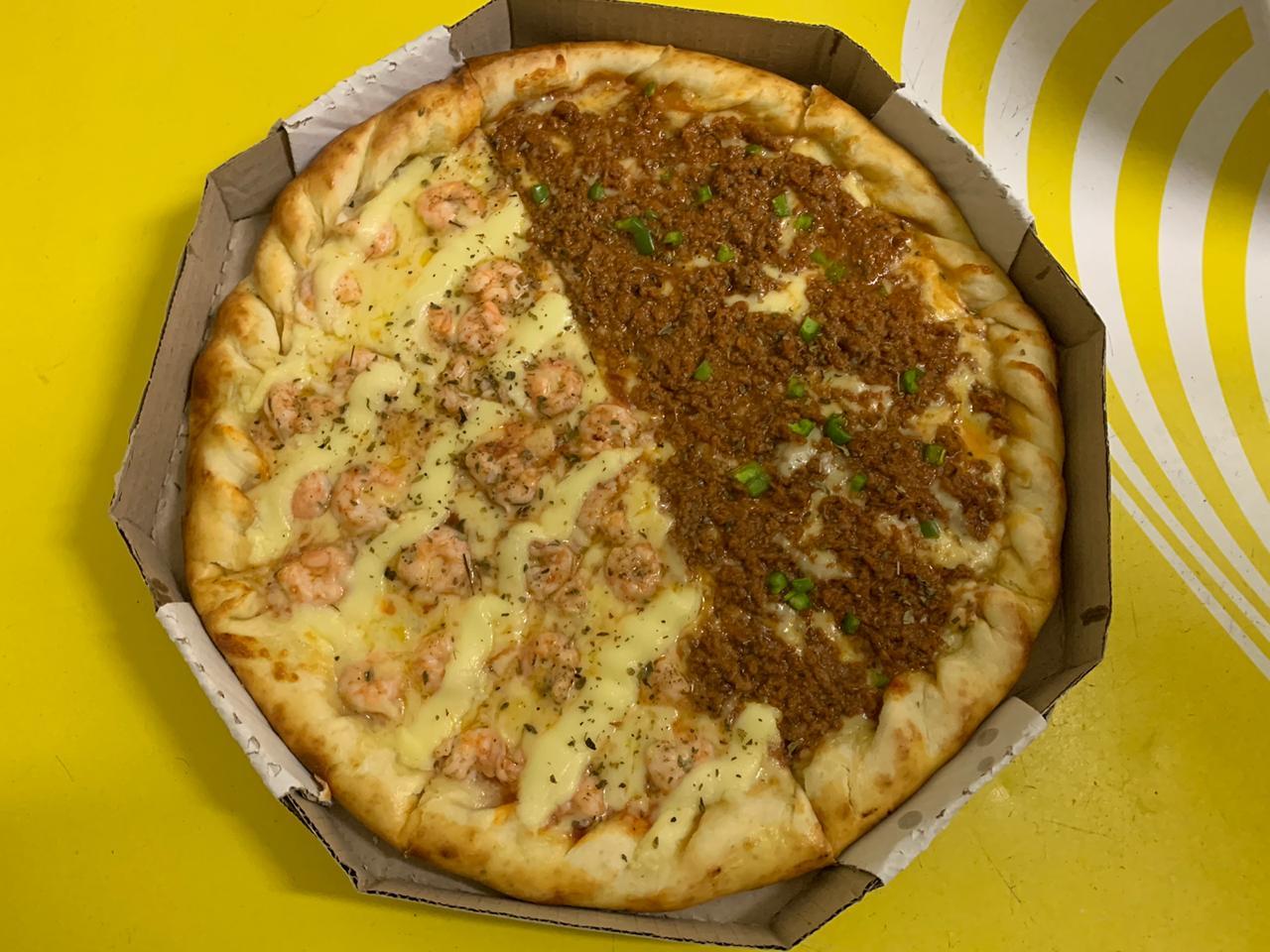 A melhor pizza está na 55 Pizzaria! Qualquer Pizza grande doce ou salgada + borda de Requeijão de até R$38 por apenas R$26,90