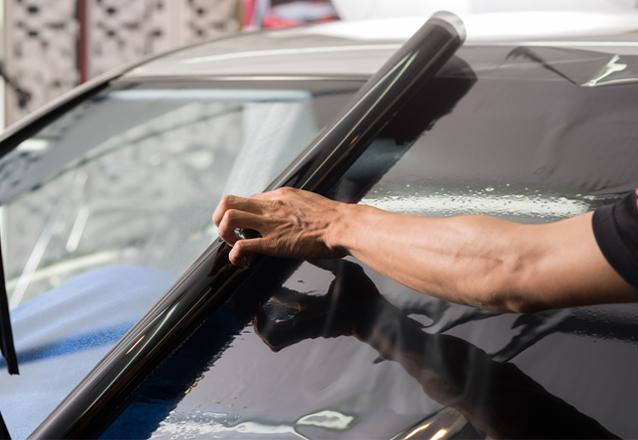 Película Fumê Anti Impacto Profissional para Veículos Pequenos + 5 anos de garantia contra bolhas e descolamento por apenas R$289,90 no OPelicano - RioMar